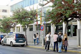 La Guardia Civil paraliza el Consell en busca de facturas relacionadas con la trama Gürtel