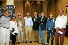 Charla de los mallorquines que han dado la vuelta al mundo ante la Asociación de Navegantes del Mediterráneo.