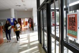 Pasillos vacíos en la UIB por la huelga en la enseñanza 24O