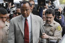 Excarcelado el médico de Michael Jackson por  buena conducta dos años antes de cumplir su pena