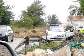 Un coche vuelca en el cruce del colegio de Jesús al chocar con otro turismo