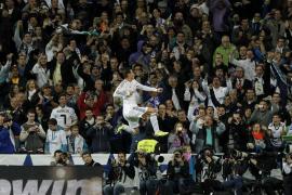 7-3. Las estrellas del Madrid resuelven en el descontrol