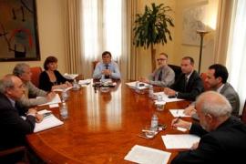 Antich tranquiliza a los consells y asegura que las inversiones estatales en marcha no peligran