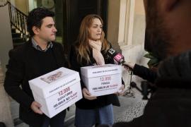 Un matrimonio presenta 12.000 firmas para abolir un impuesto feudal aún vigente