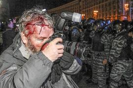 Decenas de heridos y detenidos en una nueva protesta proeuropea en Kiev