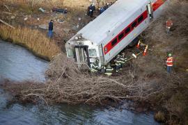 Al menos cuatro muertos y más de 60 heridos al descarrilar un tren en Nueva York