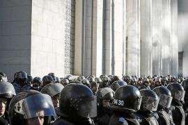El Gobierno ucraniano supera una moción de censura en medio de la presión popular