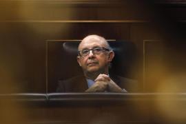 El PSOE acusa a Montoro de buscar la «pureza de sangre» en la Agencia Tributaria