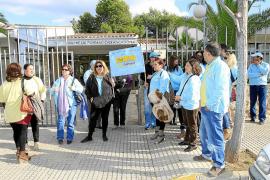 Protesta de los trabajadores del Club Delfín por un ERE temporal