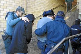 Los policías detenidos por el robo a Matutes regresan a prisión tras declarar ante el juez