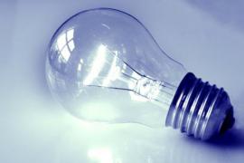 Soria confirma que la luz subirá como mínimo un 2% a partir de enero