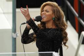 Beyonce canta el himno nacional de la jura del segundo mandato de Barack Obama en Washington.