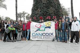 Los trabajadores del complejo deportivo de Can Coix confían en cobrar el paro el mes que viene