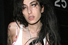 Amy Winehouse, hospitalizada  otra vez por el alcohol