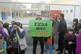 IBIZA PROTESTA PADRES COLEGIO SA BODEGA