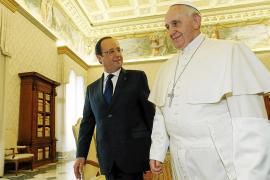 El papa y Hollande hablan de «la dignidad de la persona» y la familia