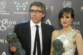 Actress de Molina holds her Goya for Best New Actress together with director Trueba at the Spanish Film Acadamy's Goya Awards ce