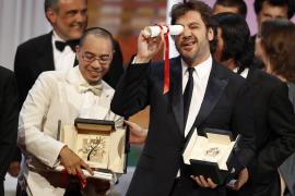 Director Weerasethakul and cast member Bardem after winning the Palme d'Or award for the film Lung Boonmee Raluek Chat during th
