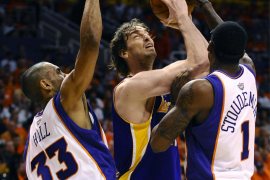 Los Suns someten a los Lakers  y ponen el 2-1 en la eliminatoria