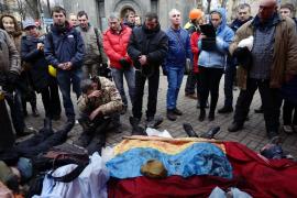 La oposición ucraniana cifra en más de un centenar los muertos en Kiev