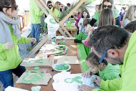 Cientos de camisetas verdes celebran una fiesta por la educación