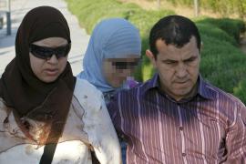 Aguirre ficha al director del instituto que expulsó a Najwa por usar el velo islámico