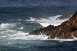 Dos muertos y seis desaparecidos en el hundimiento de un pesquero en Asturias