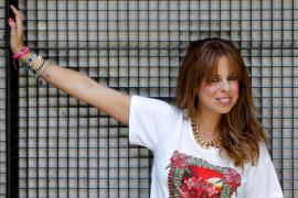 Pastora Soler se recupera tras desmayarse en pleno concierto