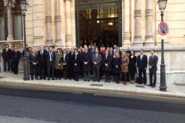 Los diputados de Balears guardan un minuto de silencio en recuerdo a las víctimas del 11M