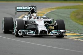 Hamilton marca el mejor tiempo en Melbourne, mientras que Alonso saldrá quinto
