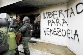 Maduro detiene a tres generales a los que acusa de preparar un golpe