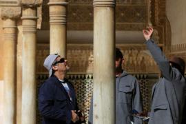 Benicio del Toro, de paseo por La Alhambra