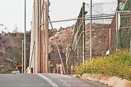 Soldados marroquíes entran en Melilla para deportar a subsaharianos