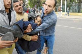 Un triple atentado lleva el terror a las puertas de la universidad egipcia