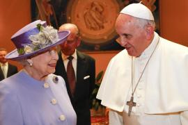 La reina de Inglaterra vuelve al Vaticano tras 14 años