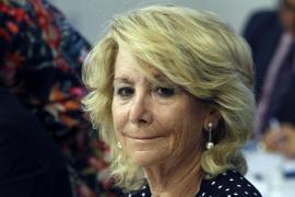 Esperanza Aguirre arrolla la moto de un agente de movilidad tras ser sancionada