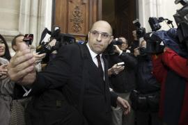El juez Silva fuerza retrasar su juicio al renunciar su abogado a última hora