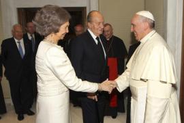 Los Reyes y el Papa hablaron del aspecto social del paro juvenil