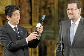 La crisis de Ucrania marca la breve visita de Abe a Rajoy