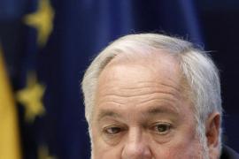 Cañete asegura que las prospecciones petrolíferas  las «para o no» el Gobierno