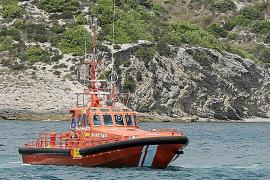 Arde una lancha de unos once metros y se hunde frente a la costa de Formentera