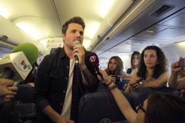 Dani Martín presenta su gira en un vuelo de Air Europa con destino a Palma