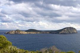 El GEN dice que Santa Eulària es «cómplice» en la destrucción ambiental de Tagomago