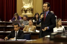 Bauzá lanza una alerta al PP: o mayoría absoluta en 2015 o todos a la oposición