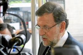 Rajoy no hará cambios en el Gobierno pese al castigo