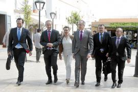 Bauzá elude pronunciarse sobre la petición de Formentera de prohibir los party boats