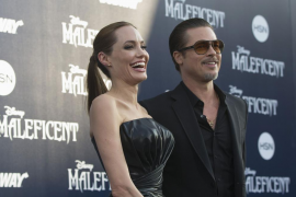 Un periodista ucraniano abofetea a Brad Pitt