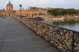 El Pont des Arts sucumbe al amor