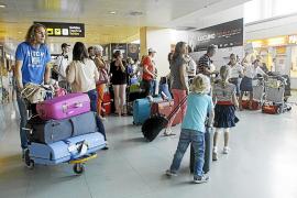 Los vuelos con Madrid superan incluso los 300 euros en plena temporada pese al incremento de frecuencias