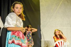 La carpa de la plaza de Sant Jordi ya disfruta con el teatro infantil del Festín